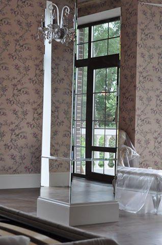 Облицовка колонн зеркалом. Панно выполнено из зеркал 6мм с фацетом 15мм. п. Малаховка, МО