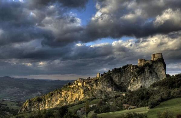 Twitter / @enricopennabill: La #Valmarecchia in autunno offre panorami sublimi #SanLeo