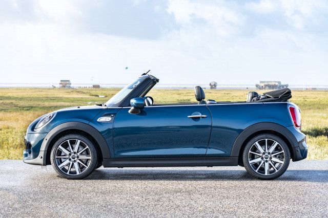 2021 Mini Cooper S Convertible Sidewalk Edition Offers Brand S Only Manual Transmission Mini Cabrio Mini Cooper Mini Cooper S