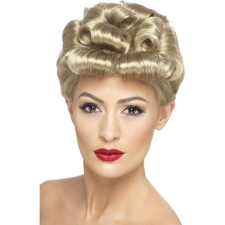 Blonde pruik met opgestoken haar  Blonde jaren 40 pruik voor dames. Mooie pruik uit de jaren 40 met kunstig opgestoken haar.  EUR 17.95  Meer informatie