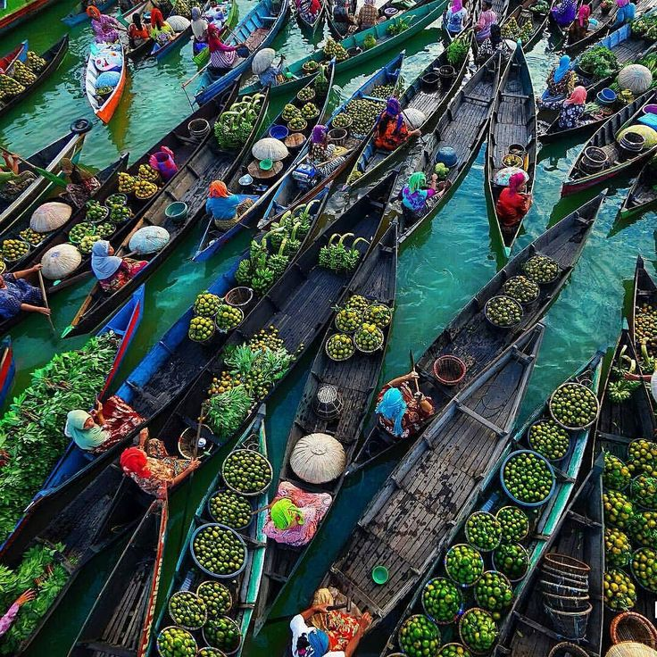 Floating Market in Lok Baintan Kalimantan - Indonesia | Photo by @dhenypatungka by thedreampics