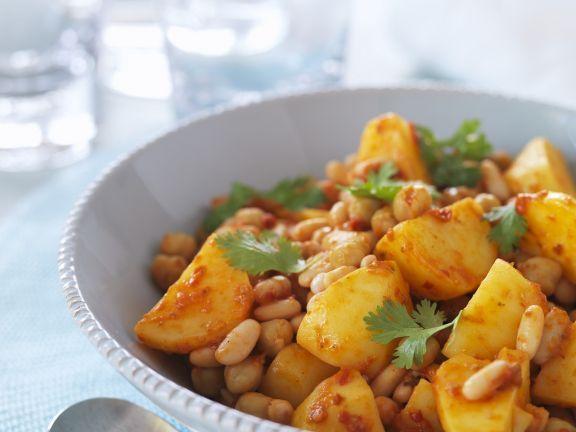 Kartoffelpfanne mit Kichererbsen und Cannellini-Bohnen ist ein Rezept mit frischen Zutaten aus der Kategorie Hülsenfrüchte. Probieren Sie dieses und weitere Rezepte von EAT SMARTER!