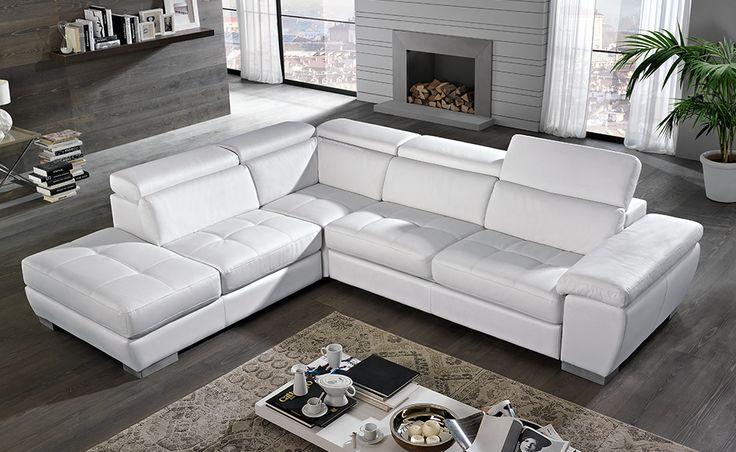Goditi i tuoi momenti di relax sull'ampia seduta imbottita del divano Viola in similpelle bianco