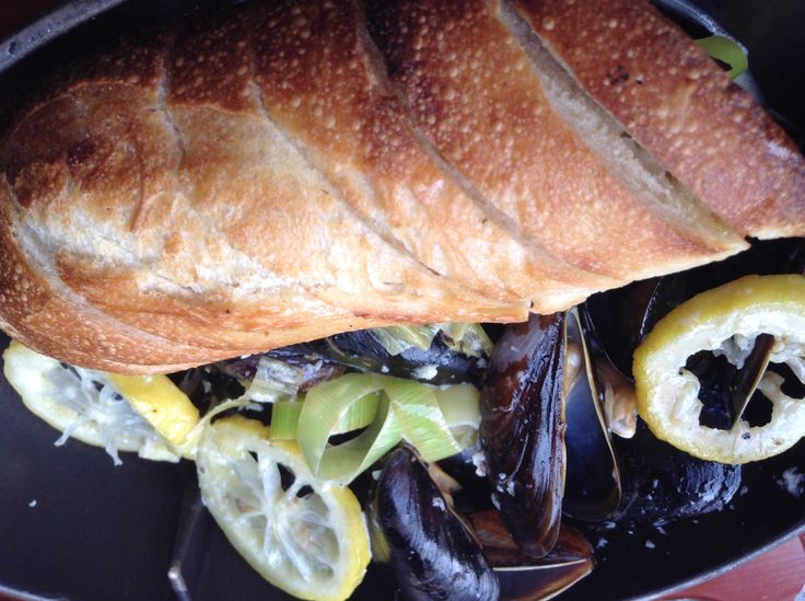 Muscles in a white wine sauce with a hint of lemon and a slice of bread #bluemonk #buffalo