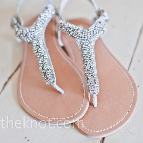 These would go great with my black bridesmaid dresses! Must find something like this!