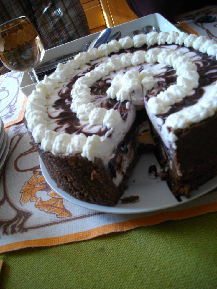 Nepečený dort. Inspirace http://www.toprecepty.cz/recept/26796-nepeceny-dort-s-boruvkama-a-jahodama/