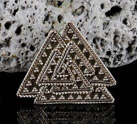 Valknut - wikiński talizman z brązu • Onegdaj