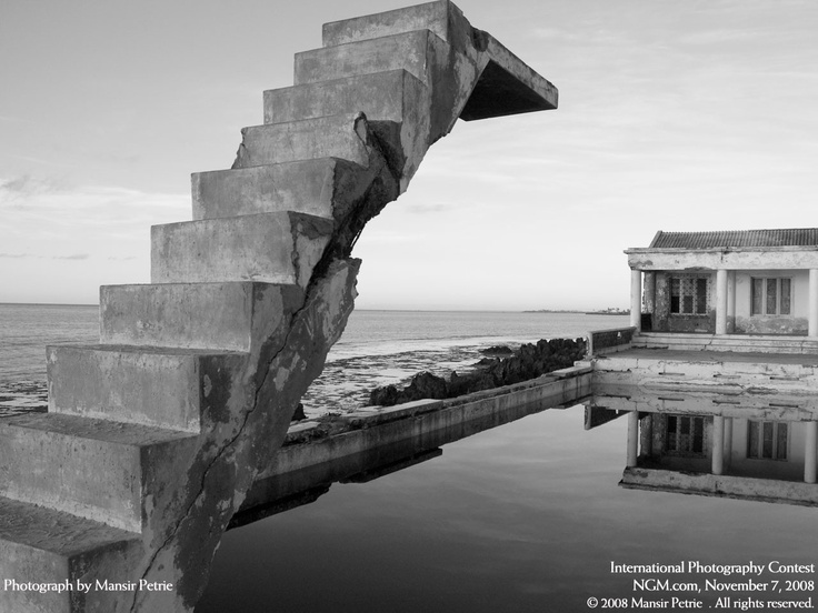 Old Municipal Pool that used to sit on Mozambique Island, Mansir Petrie, 2008.