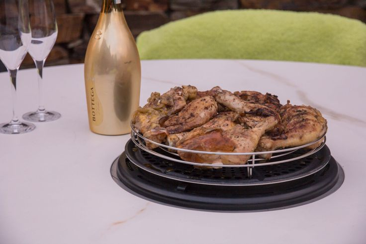 cava calacatta oro venato soft touch. Stół wielofunkcyjny (deska obrotowa, grill, wiaderko na champagne)