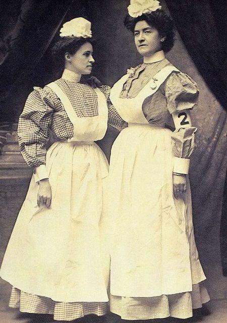 Early 1900's nursing uniforms. 50 Vintage Photos of Nurses Being Awesome #Nursebuff #Vintage #Nurse