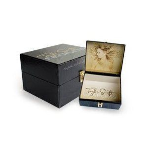 """TAYLOR SWIFT """"FEARLESS"""" BOX SET w/ T-Shirt, Picture Book, Leather Bracelet and CD {LIMITED EDITION}"""