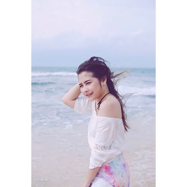 Prilly Latuconsina @prillylatuconsina96: Good morning! Have a nice day everyone!