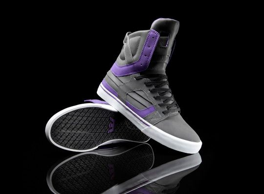 Supra has collaborated with music super-producer, television show host, and world-renowned sneaker aficionado, Just Blaze, to create this limited edition Skytop II for his birthday (January 8). The shoe has a grey and purple reflective leather upper on a vulcanized sole with white foxing and a purple pinstripe. It comes with a custom hang tag and sock liner art. Only 413 pairs were created, sequentially numbered above the stash pocket on the inside of the tongue. The Just Blaze Skytop II is…