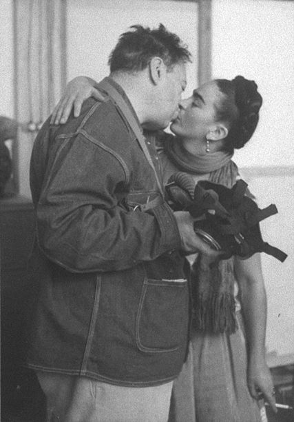 Frida Kahlo and Diego Rivera #kissing