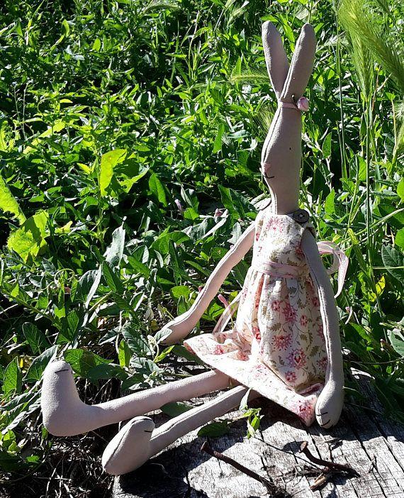Coniglio fatto a mano, coniglio stile tilda, giocattolo di stoffa, decorazione casa e giardino, regalo compleanno bambino,