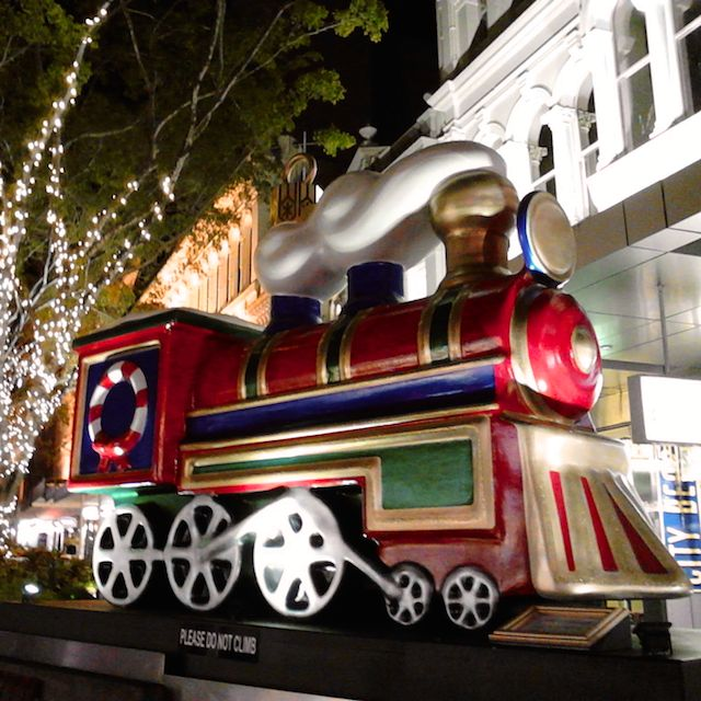 One of the christmas decorations that dot the Queen Street Mall this time of year. Photo by Barry Johansen #christmasinbrisbane