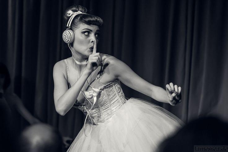 Tara Darson from #dieglamouresque on stage in #berlin.  #eventfotografie #eventfotograf #photographer #event #fotograf #taradarson #show
