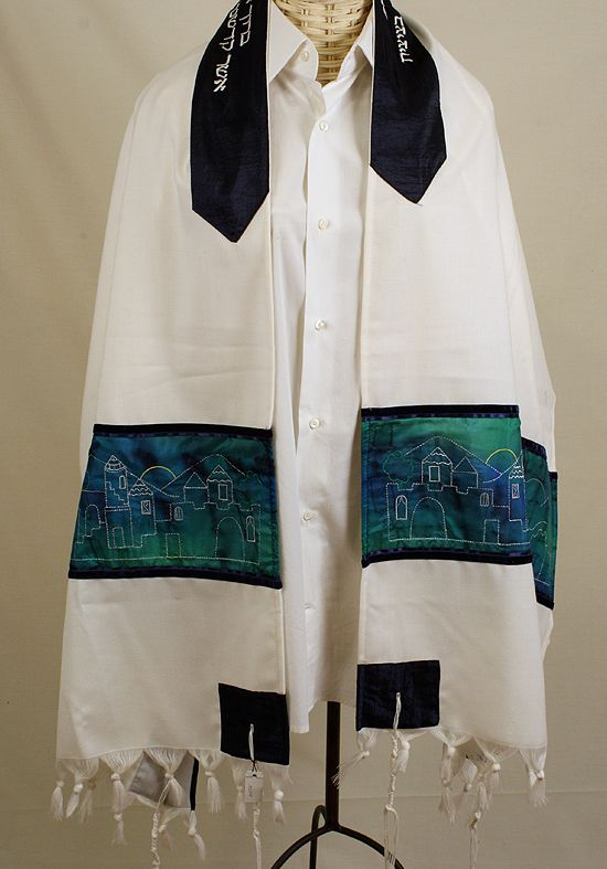 Tallit Buying Guide for Bar or Bat Mitzvahs & Jewish Weddings via Mazelmoments.com
