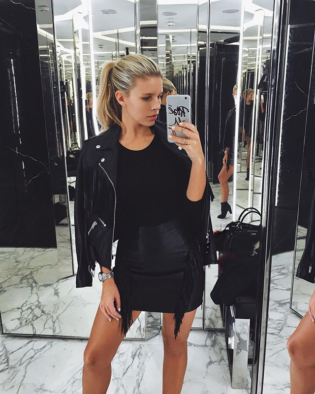 Natasha Oakley @tashoakley Sunday shopping ✨ with our Rose All Day case! Available in the iPhone 6/6s and 6 Plus/6s Plus!