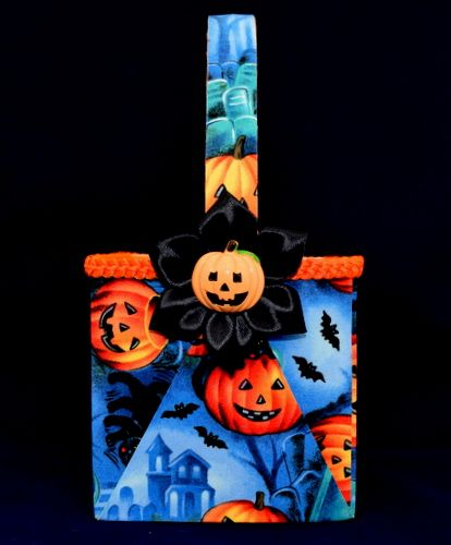 This lovely Novelty Halloween baskets is perfect for the little ones.  It's 10cm x 10cm square Price £10.00 plus P&P £2.95