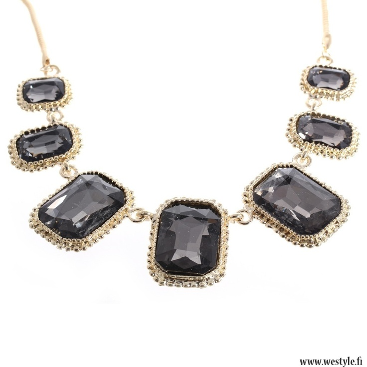 Statement necklace from We Style.