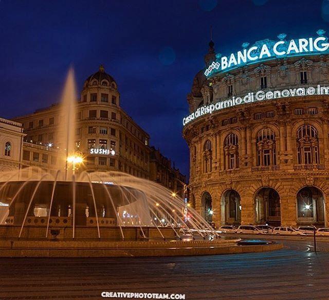 Фонтан на площади Феррари , Генуя, Италия.  Piazza de Ferrari square fountain in Genoa, Italy .  #genoa #genova #генуя #италия #italy #piazzadiferrari #piazza #square #ferrari #fountain #video #footage #slowmotion #water #travel #traveling #отпуск #vacati