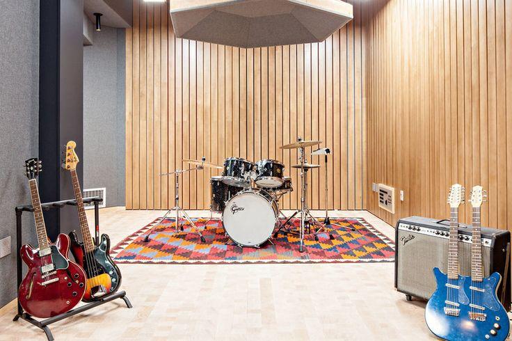 Звукоизоляция квартиры: как слушать тяжёлый рок и не мешать соседям