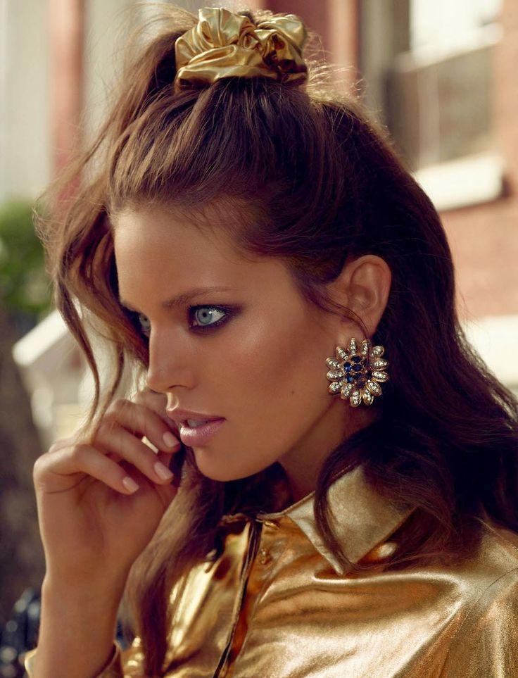 O meio-rabo alto ou coque fez a cabeça de famosas como Ashley Olsen, Cressida Bonas, Rihanna, Jennifer Lopez e Khloé Kardashian