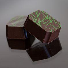 Шоколадный ганаш Ингредиенты  110 гр сливок 55 гр масла 225 гр молочного шоколада 65 гр горького шоколада 55 гр ликера IRISH CREAM