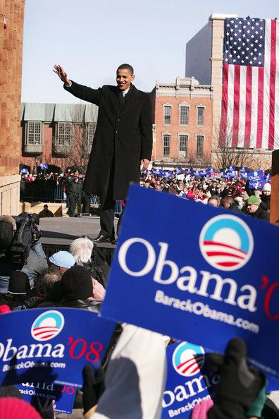 Senator Barack Obama (D-IL) waves to a crowd gathered on the lawn of the old State Capital Building February 10, 2007 in Springfield, Illinois. Obama announced to the crowd that he would seek the Democratic nomination for President.