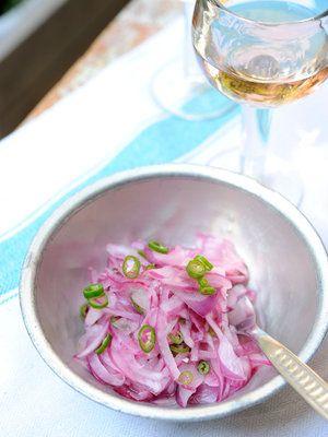 【ELLE a table】紫玉ねぎと青唐辛子のアチャールレシピ|エル・オンライン