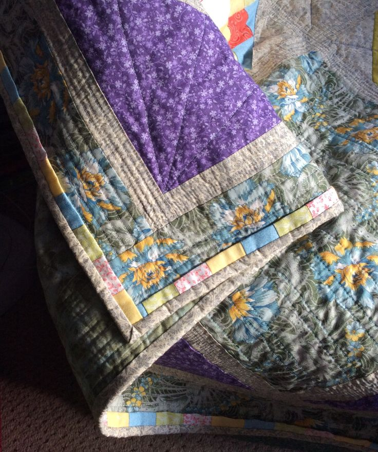 Piping around the edge of the quilt