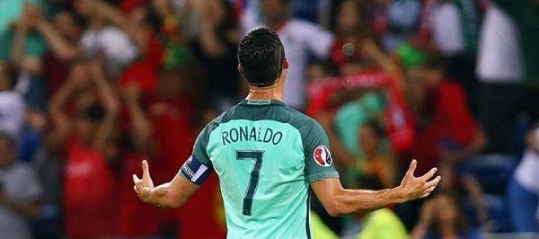 Hoje, daqui a pouquíssimas horas a nossa Selecção, a Selecção de todos os Portugueses, está pela 2ª vez na sua história na final de um Campeonato da Europa.  A última foi há 12 anos, aqui em casa, em Portugal, no estádio da Luz, uma noite de má memória em que os gregos levaram o tão ambicionado troféu. Hoje podemos mudar a história, podemos ser nós a levantar a taça de Campeões Europeus, e nós, todos os Portugueses acreditamos! Temos 23 verdadeiros guerreiros, verdadeiros heróis do mar, que…