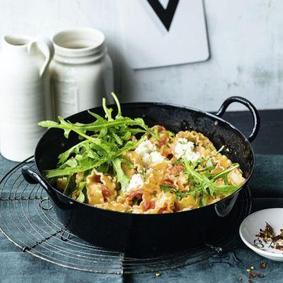 Im Süden Italiens sind aromatische Tomaten und Kräuter die Hauptdarsteller auf dem Pastateller. Etwas Käse dazu und fertig ist ein Festmahl ohne Firle...