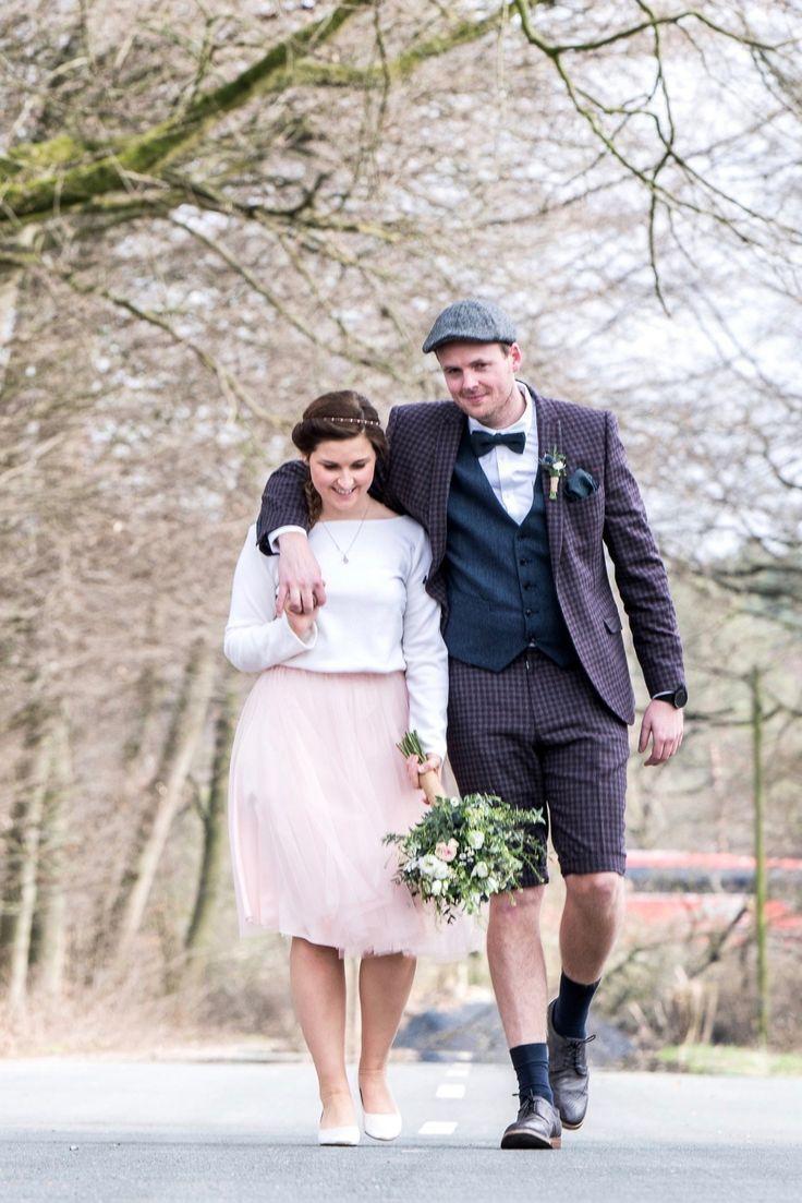 Kurzes Brautkleid Fur Die Hochzeit Im Fruhling Oder Herbst Hochzeit Kleidung Winter Hochzeit Kleidung Hochzeit Im Herbst
