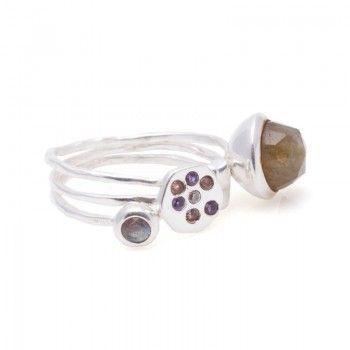Ideal y exclusivo resulta el anillo #BohoStyle de aros en plata de 1ª Ley y piedras naturales como la labradorita principal.