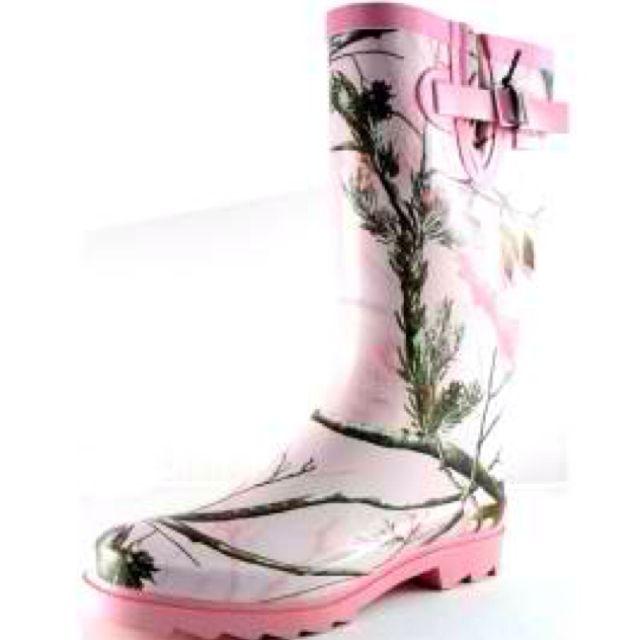 Pink camo rain boots!! :)