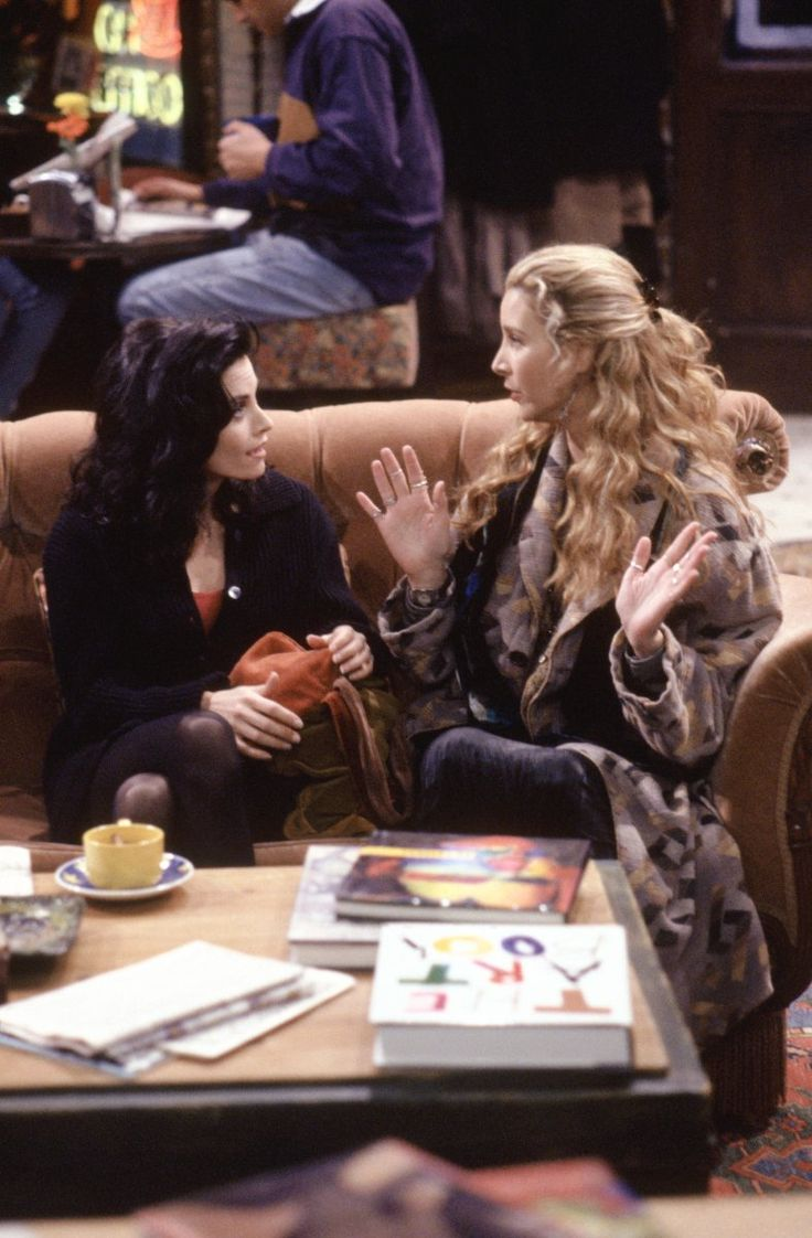 Monica Geller (Courteney Cox), Phoebe Buffay (Lisa Kudrow) ~ Friends Episode Stills ~ Season 1