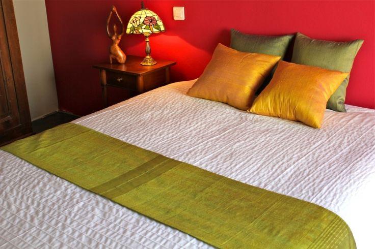 17 best images about pour la maison chemins de lit et table en soie sauvage on pinterest. Black Bedroom Furniture Sets. Home Design Ideas