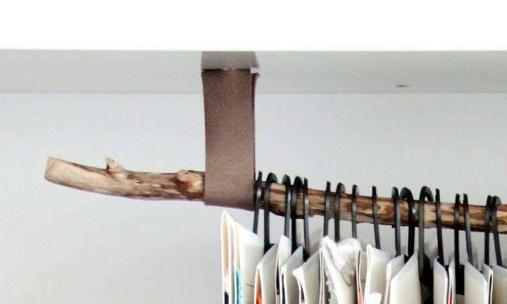 Kleiderstange mit Lederaufhängung