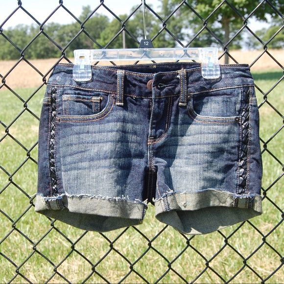 American eagle shorts .....ITEM- American Eagle Midi shorts .....CONDITION- New .....STYLE- Shorts .....COLOR- Dark wash .....SIZE- 25 inch waist. .....FIT- True to size.   -----I SHIP WITHIN 24 HOURS.   -----PLEASE ASK ALL QUESTIONS PRIOR TO PURCHASING. American Eagle Outfitters Jeans
