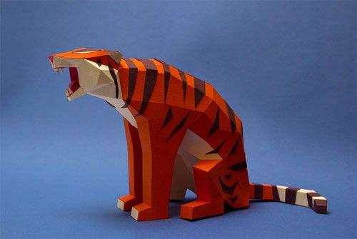 面を活かした幾何学的な動物ペーパークラフトアート