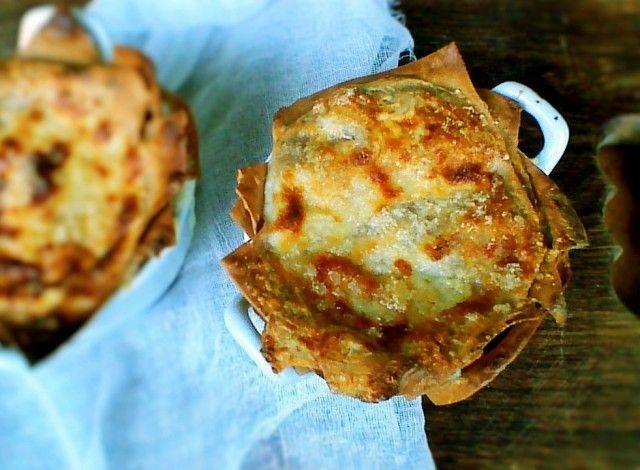 Lasagne fatte in casa con farina di castagne, con besciamella leggera alla crescenza e rosmarino. Ingredienti : 200grammi di Farina di castagne 100grammi