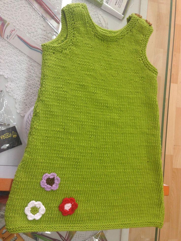 Vestido bebe, tejido con algodón 100%, con adornos de flores