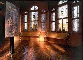 sailors chapel - the oldest Marguerite-Bourgeoys Museum - Marguerite-Bourgeoys Museum and Notre-Dame-de-Bon-Secours Chapel