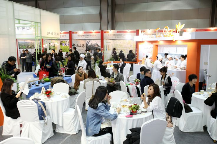 Visitors were able to taste various kinds of English tea as well as dessert