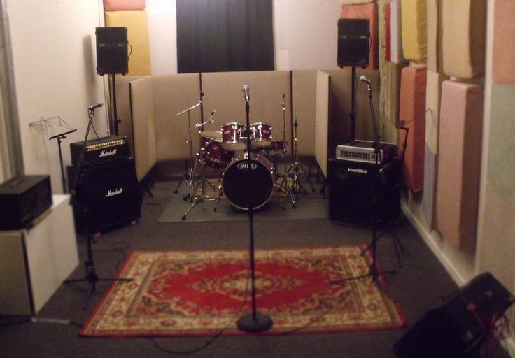 Rehearsal space for the Arts-Angels rock band idea #2.  Still has the rug, but much cheerier.
