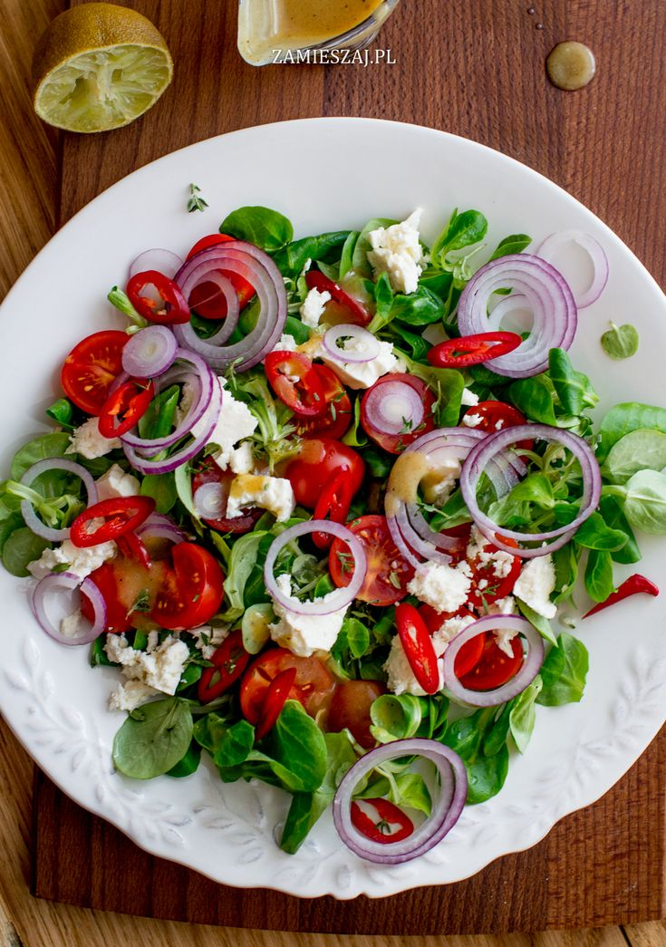 Salad with tomatoe, fetacheese, chili and red onion