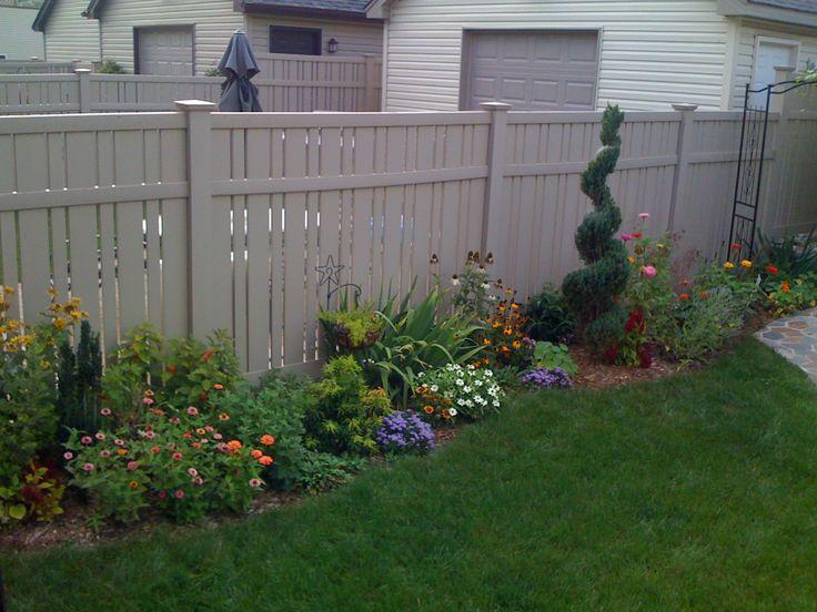 Best 25 front flower beds ideas on pinterest flower for Flower bed fencing