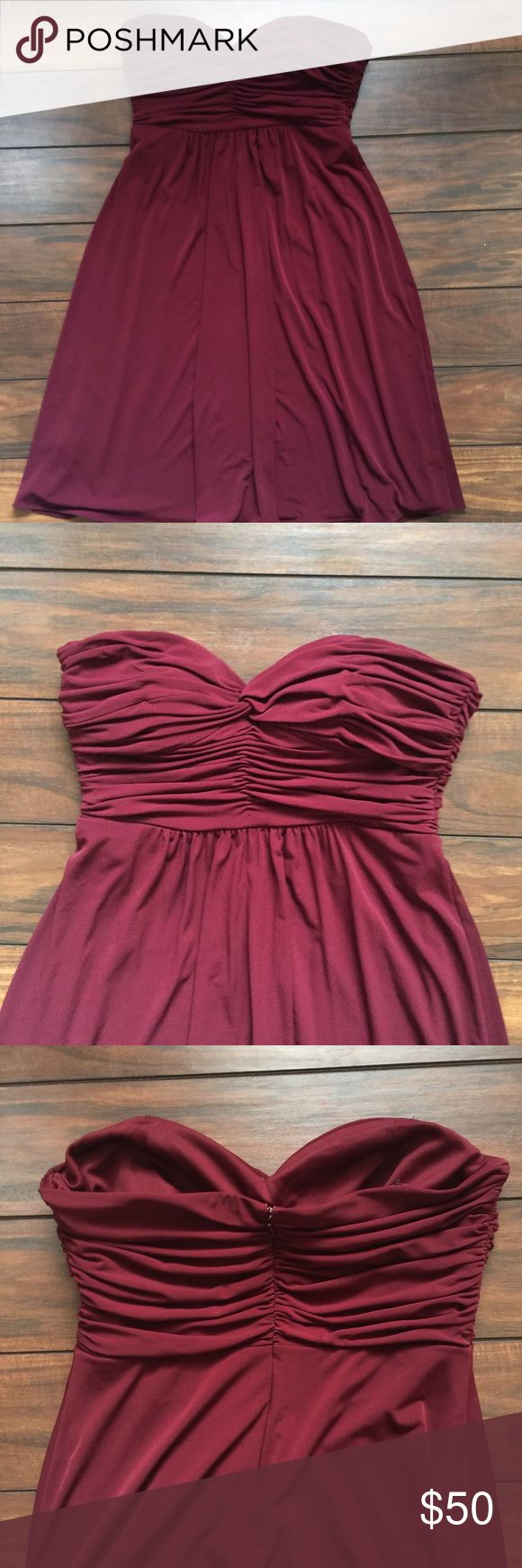 Burgundy Strapless Laundry by Shelli Segal Dress Beautiful burgundy dress. Like new condition. Fully lined. Laundry by Shelli Segal Dresses Strapless